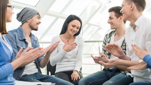 برقراری ارتباط با دیگران
